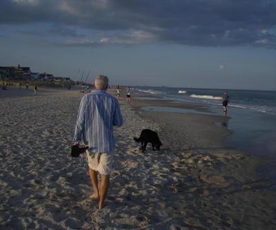 Walk_on_the_beach